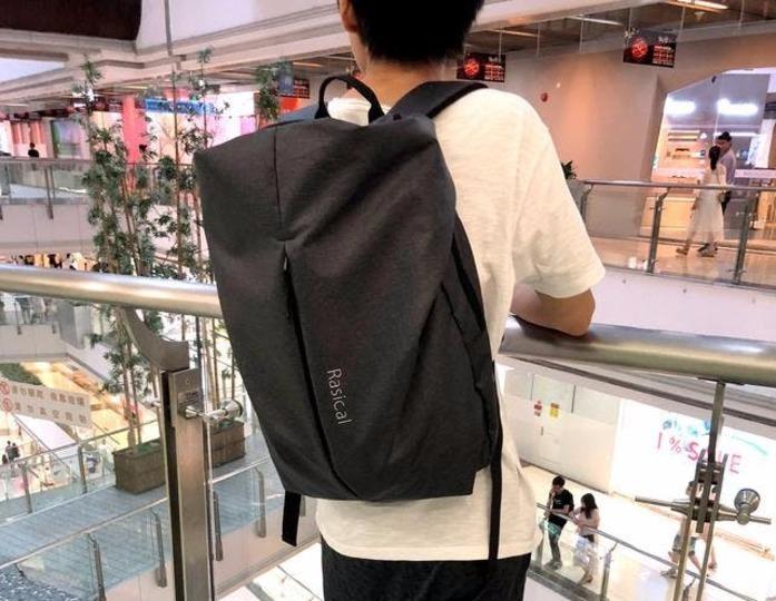 2181ca655c03 Image: machi-ya フロントの大きなポケットが印象的な「ユニコーン」。このポケットを使えば、バッグ の中のものをサッと取り出せるのでストレスフリーです。