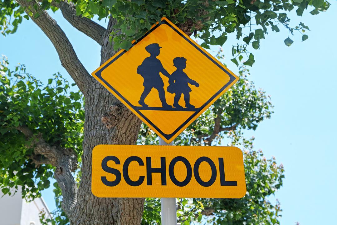 通学路を示す看板