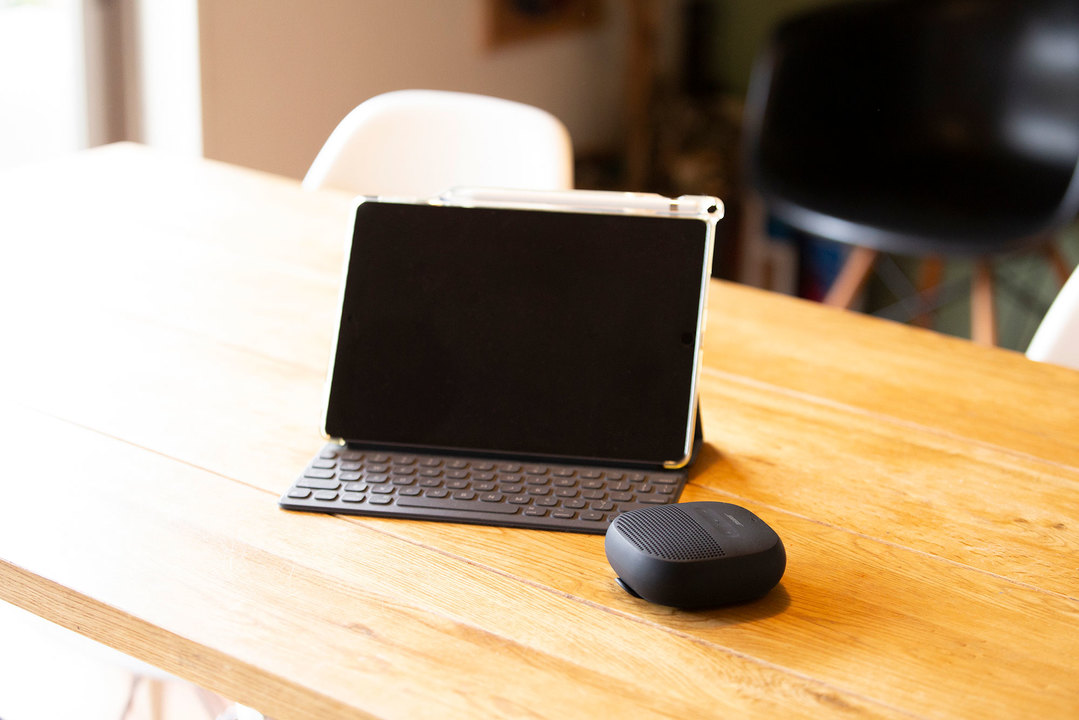 iPadとポータブル防水スピーカー