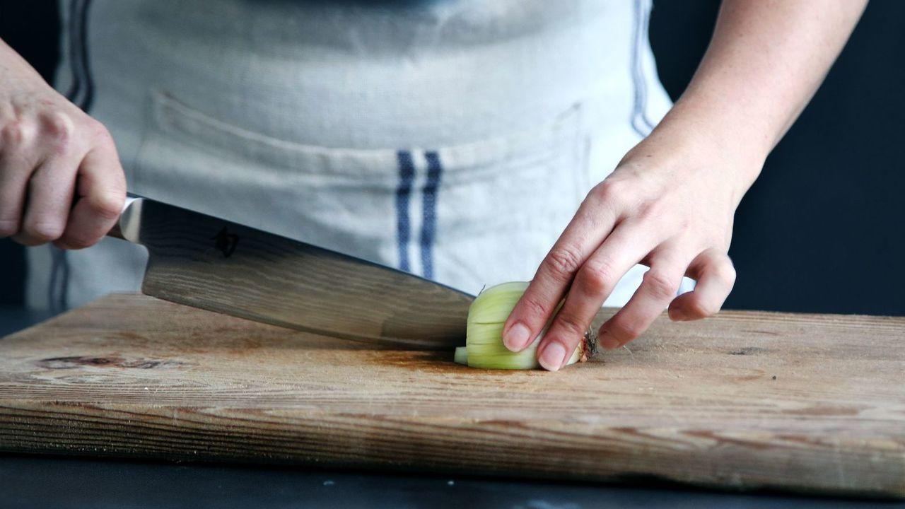 玉ねぎ料理・調理の裏技。みじん切り薄切りを楽にする方法