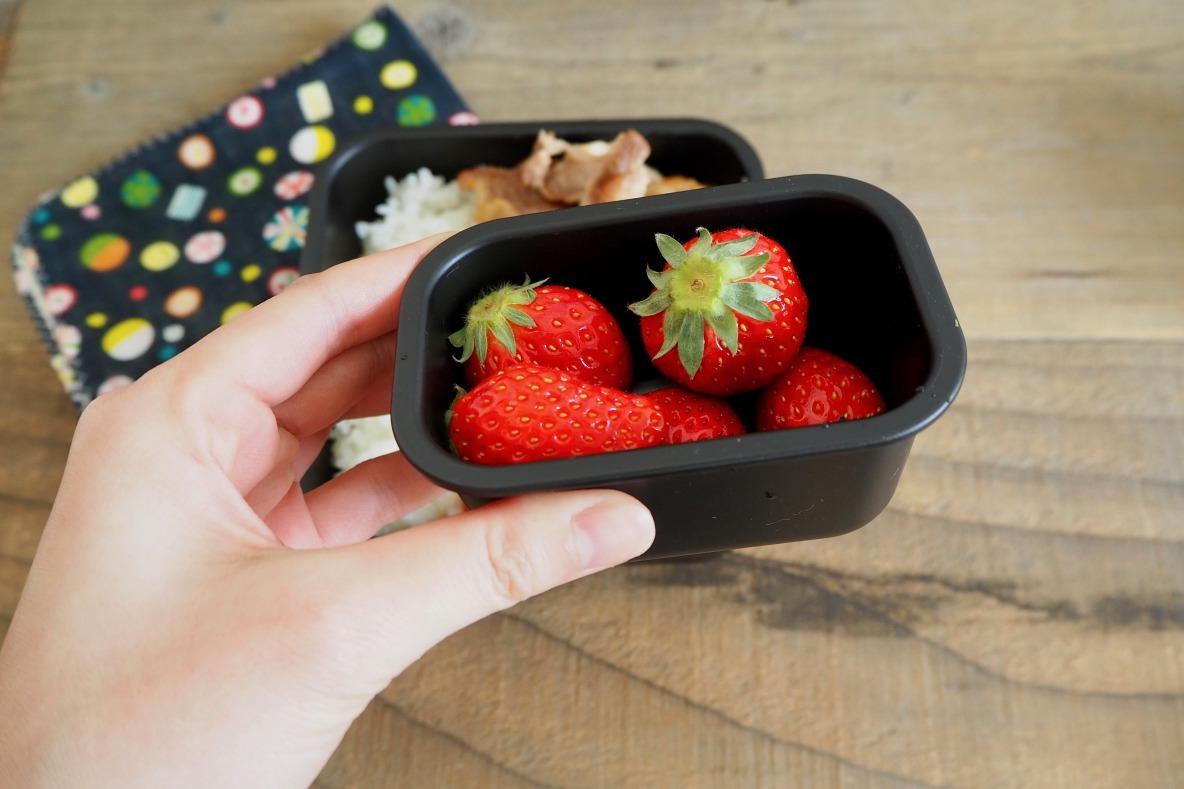 フルーツの入った弁当箱