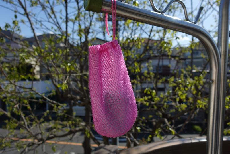 「楽リーン」の中にウタマロ石けんを入れたまま吊るして、自然乾燥