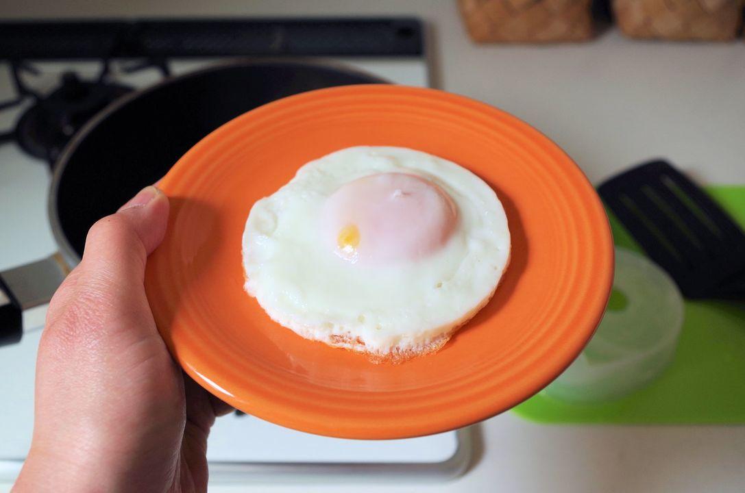 『フローチポッド』で作った目玉焼き。厚みが均等。