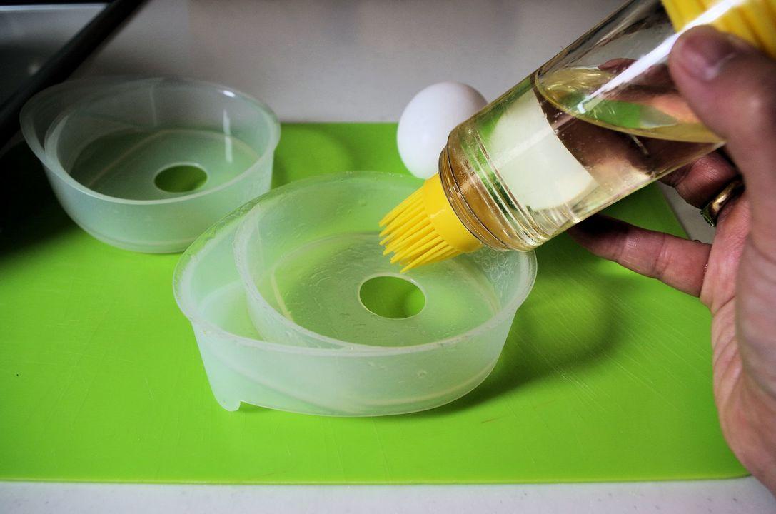 『フローチポッド』の内側に薄く油を塗ります