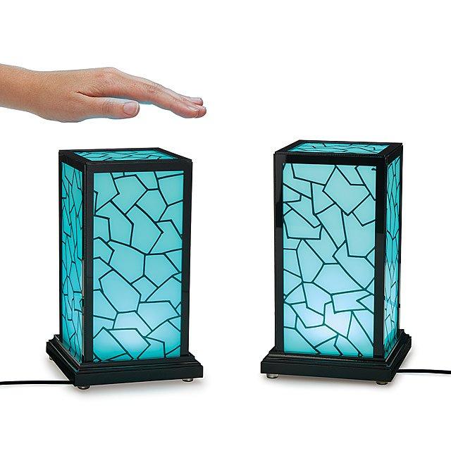 光でコミュニケーションする「Friendship Lamp」