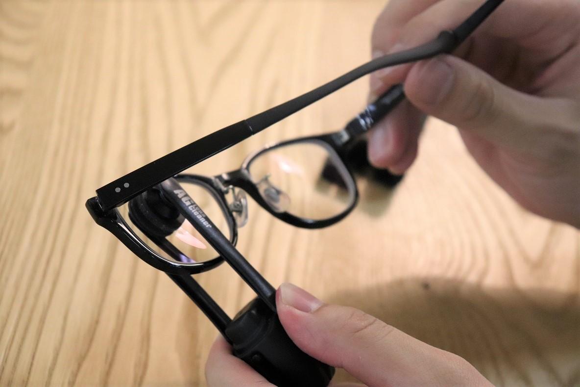 メガネ拭きとメガネ