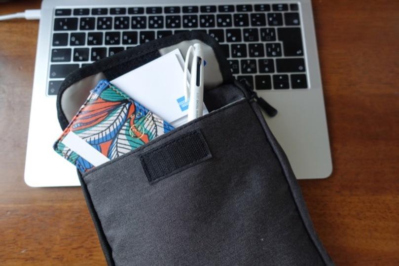 「GiBot」背面のポケット