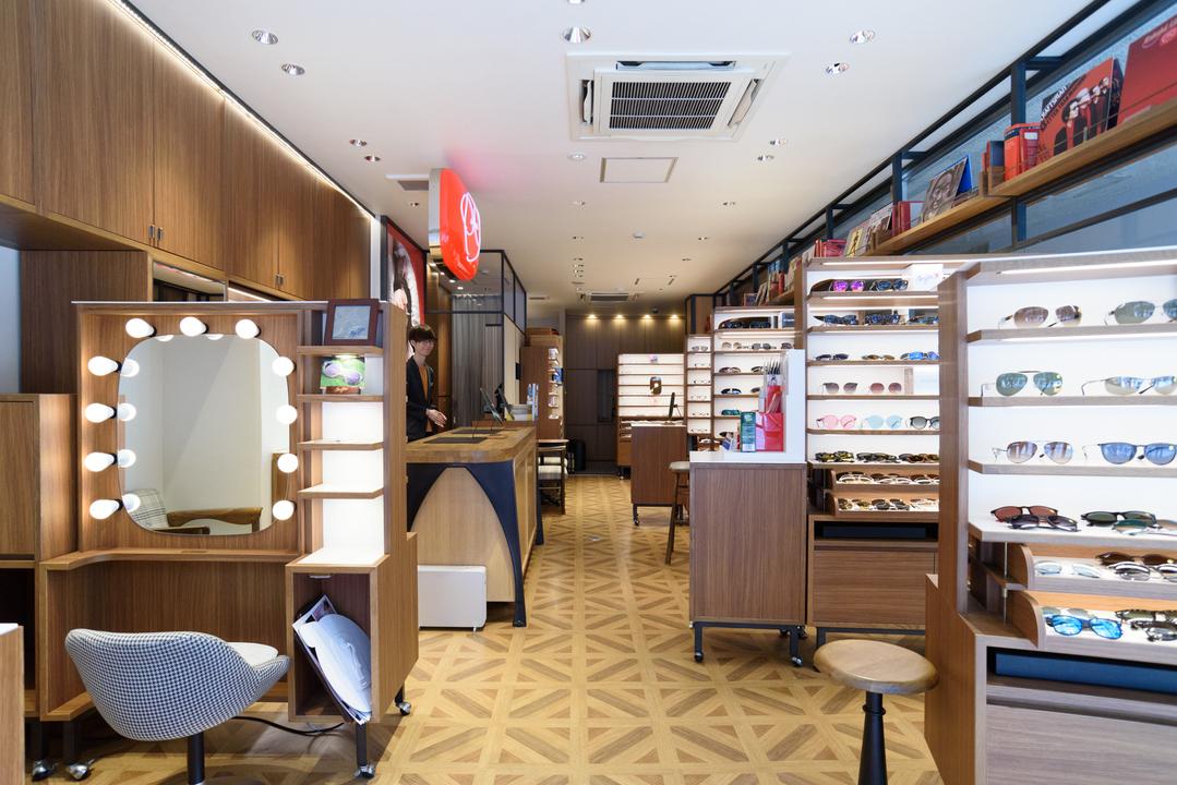 メガネの田中 銀座店の内観。2000本のフレームを常備。