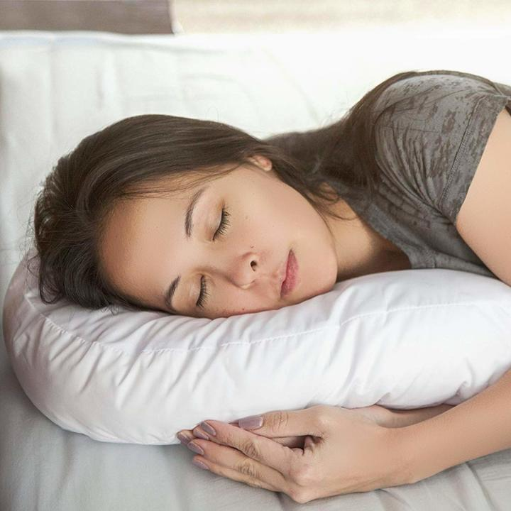 「Side Sleeper Contour Body Pillow」は体を包み込む