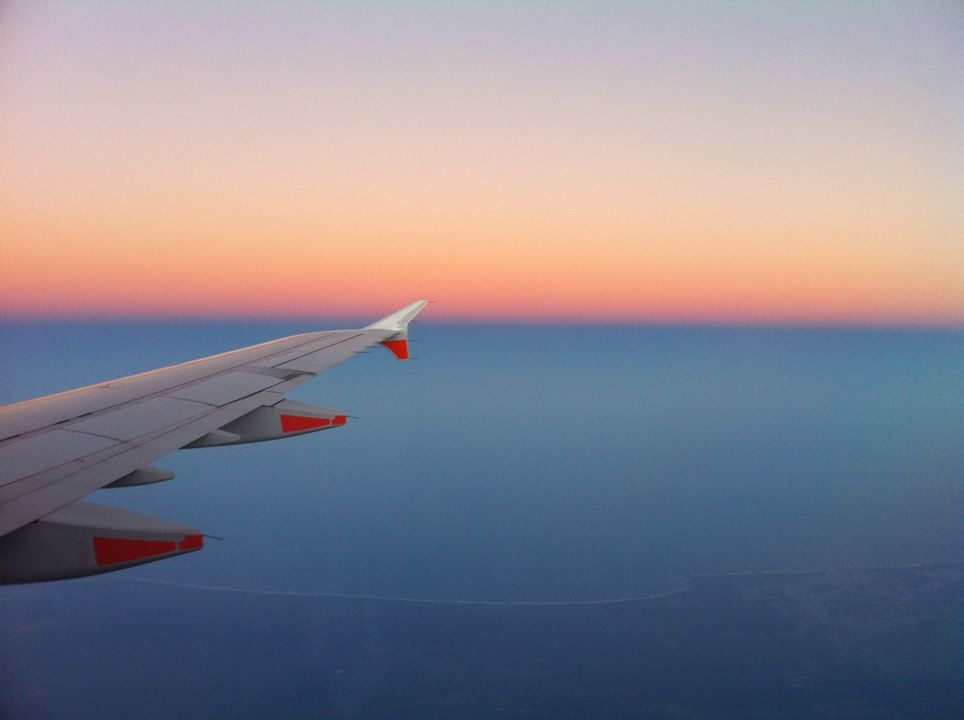 飛行中の飛行機