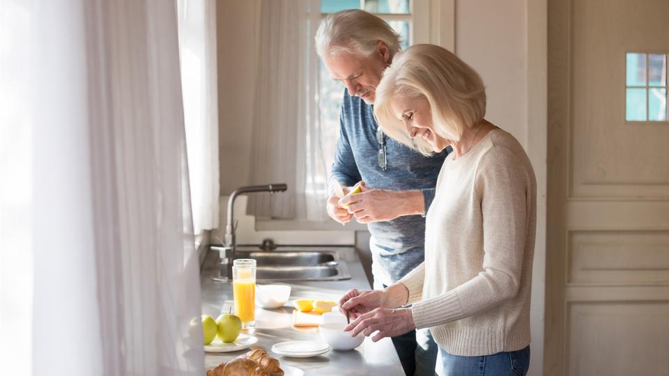 老後夫婦で料理する