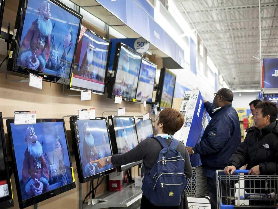 テレビを買う人々
