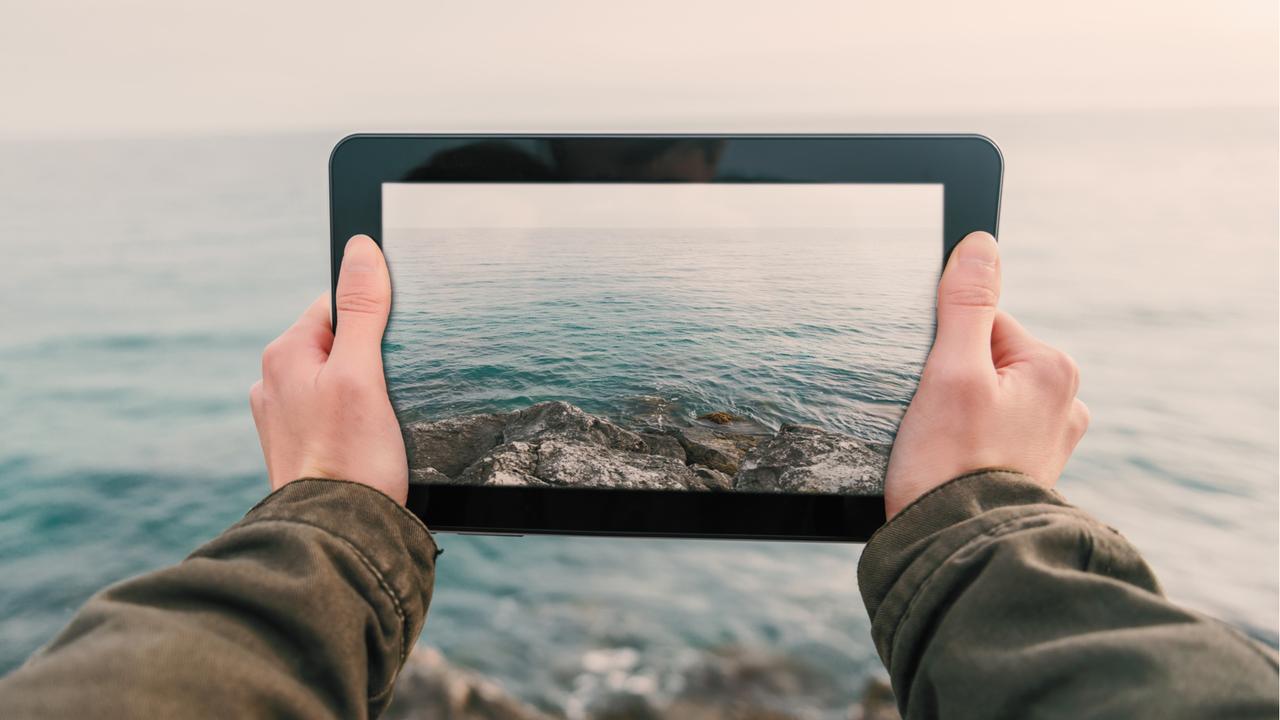 iPad越しの海