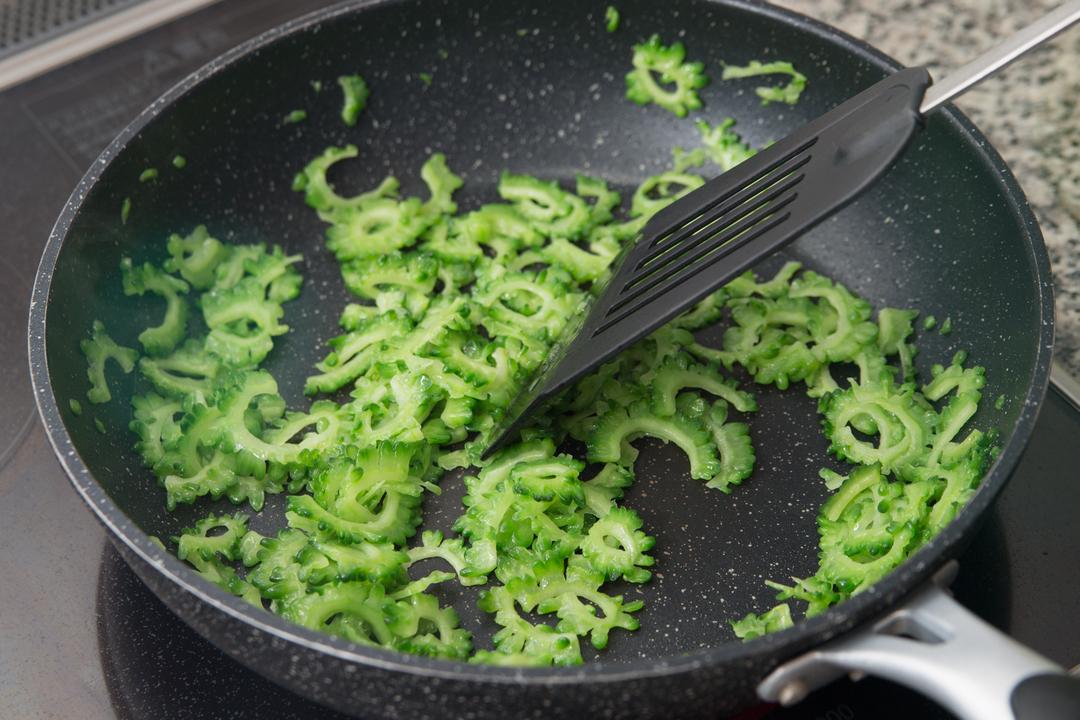 無限ゴーヤレシピ:フライパンで炒める