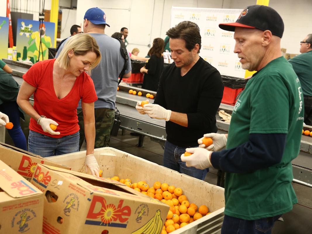 4. ボランティアに参加し、他人を助ける