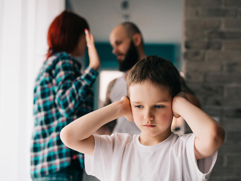 喧嘩する親と子ども