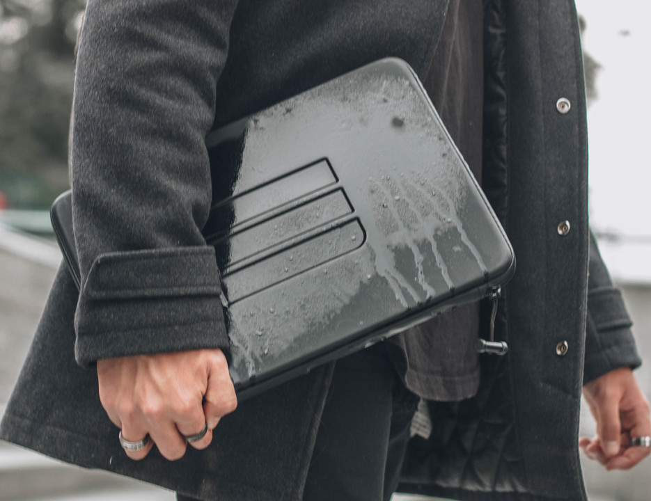 DRYCASE_Model_carrying