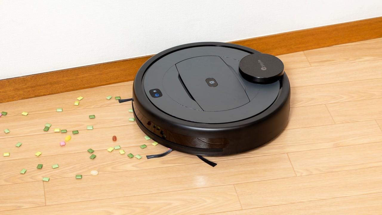 壁際を掃除する「スマートロボット掃除機 G300」