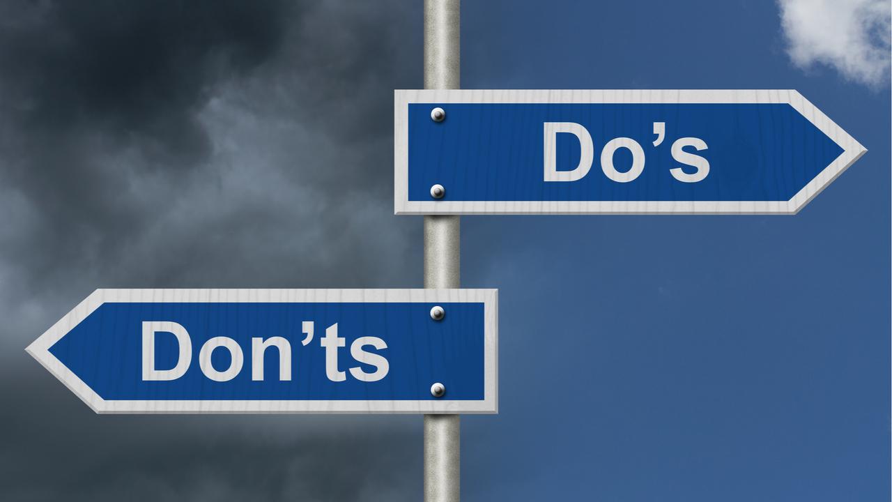 「Do's」「Don'ts」の看板