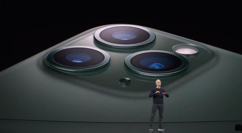 iPhone 11 Proの説明の様子