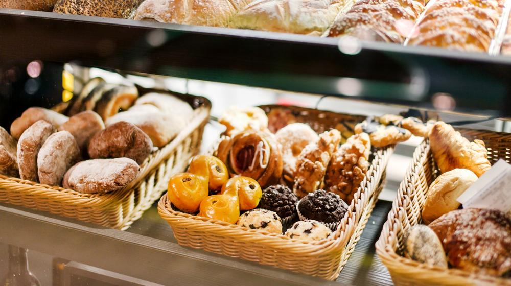 ベーカリーにあるたくさんのパン