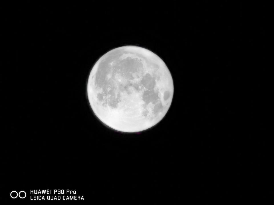 P30_Pro_zoom_moon_50