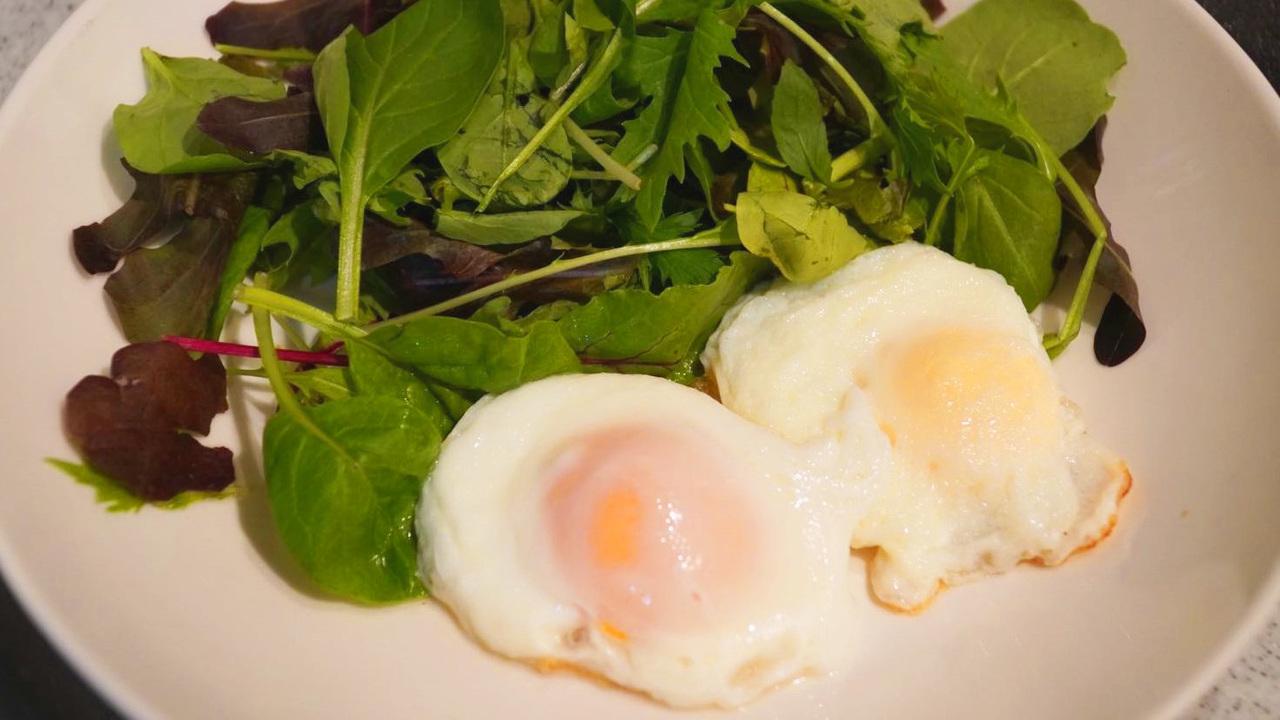 冷凍した卵でつくった2つの目玉焼き