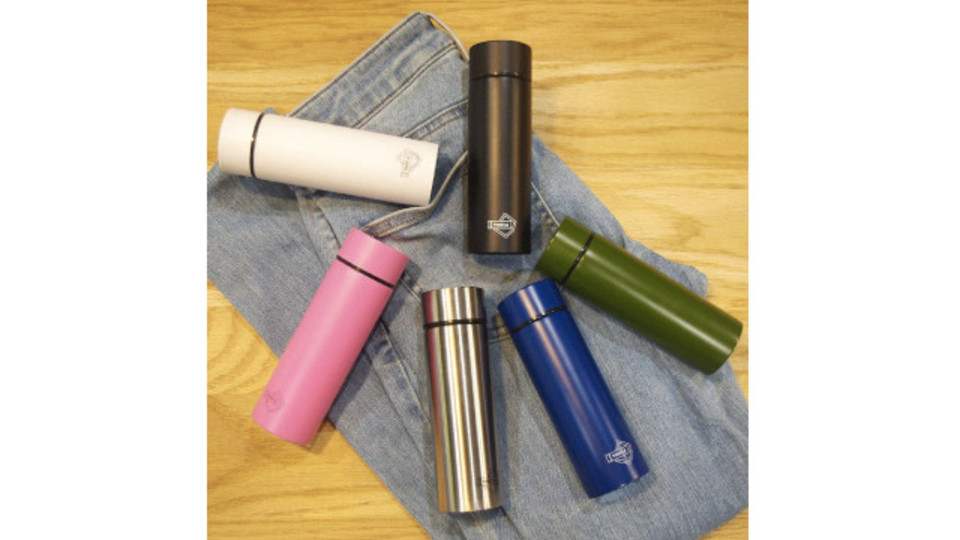 Photo of With a warm / cold bottle in your pocket, you can carry your drinks empty-handed