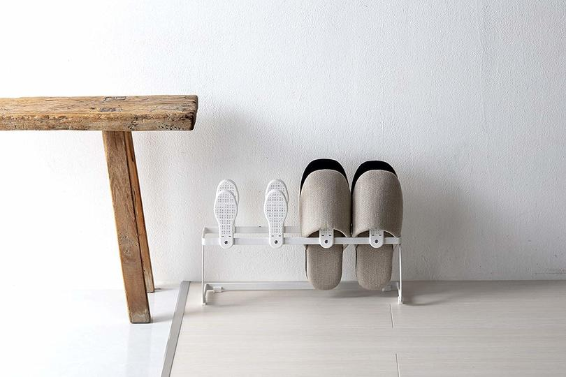 Photo of A diatomaceous earth rack that can absorb moisture and prevent odor by simply storing slippers