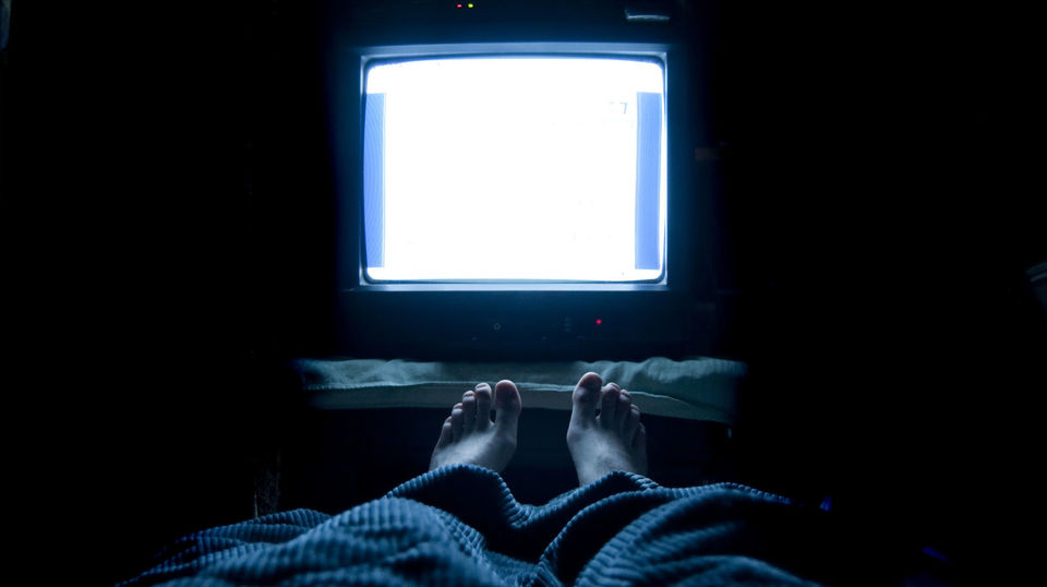 Photo of Is it a bad habit to sleep with the TV on? The effect on sleep