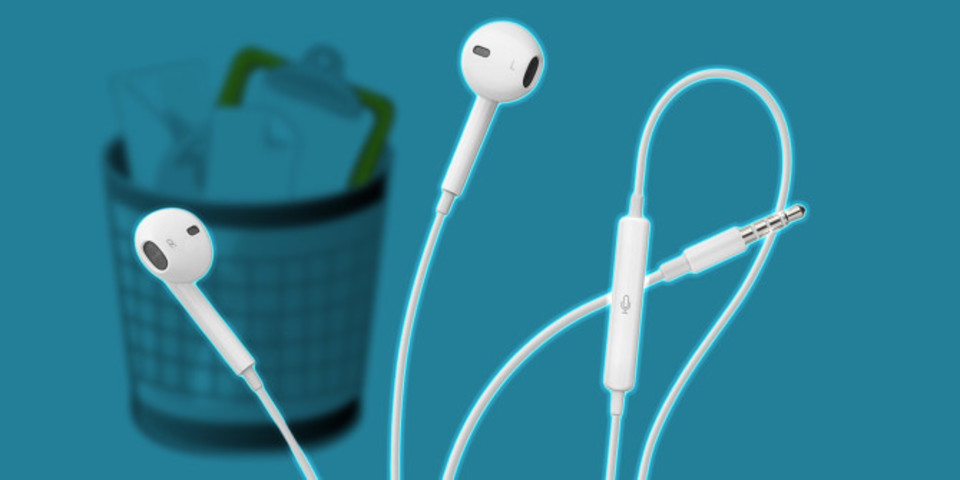 """Photo of 4 things you can do with the earphone """" EarPods '' attached to the iPhone"""