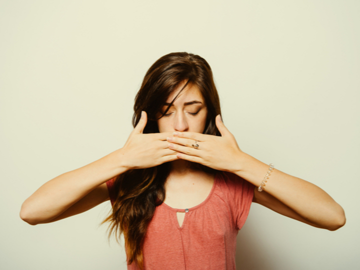 """Photo of Terrible """"bad breath"""", its seven causes and what to do"""
