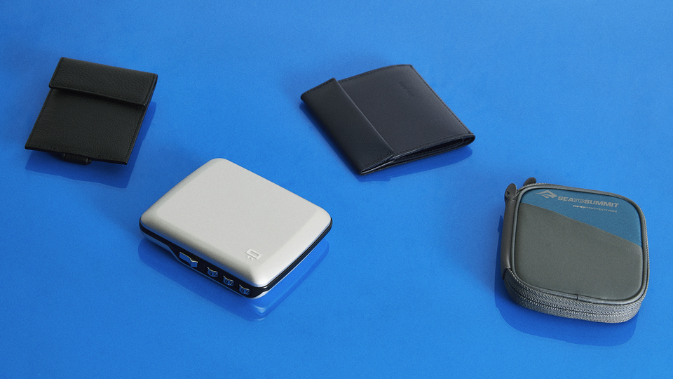 Photo of 4 compact wallets. Achieving both sufficient capacity and compactness, and sophisticated appearance