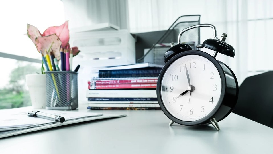 Photo of Two reasons to get an analog clock in your workplace right now