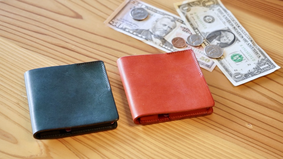 """Photo of A wallet where coins are arranged without permission. """" HITOE Fold '', a thin wallet with plenty of unique gimmicks"""
