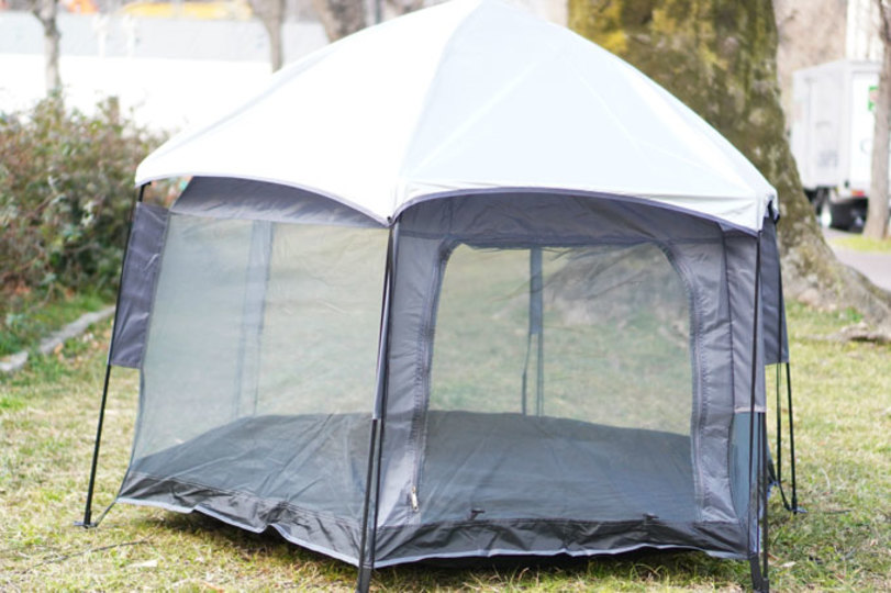 """Photo of Once there was a tent that could be set up so easily … """"A magic tent"""" that anyone could assemble instantly"""
