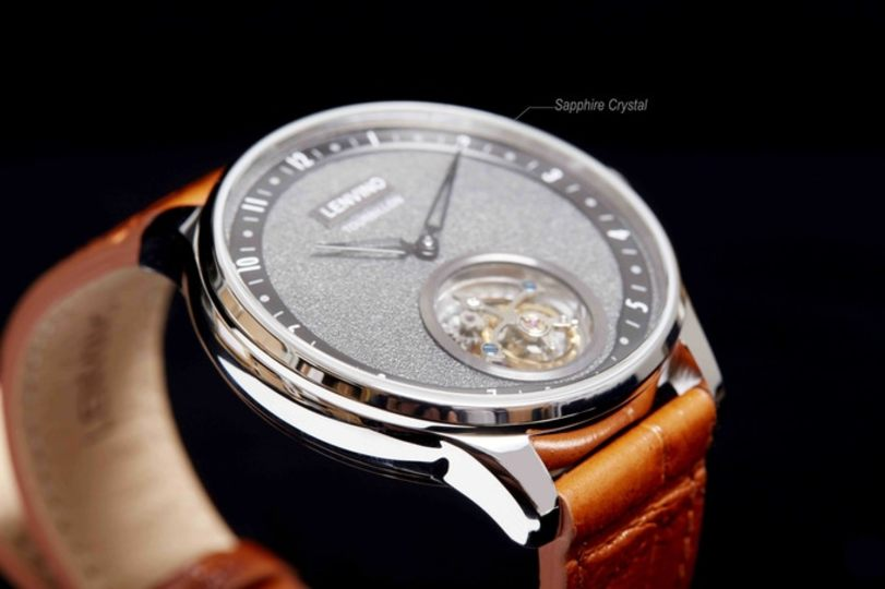 """Photo of For those who want to update the clock. Why don't you wear a high-quality atmosphere at your wrist with """"Tour02"""" equipped with tourbillon that everyone knows?"""