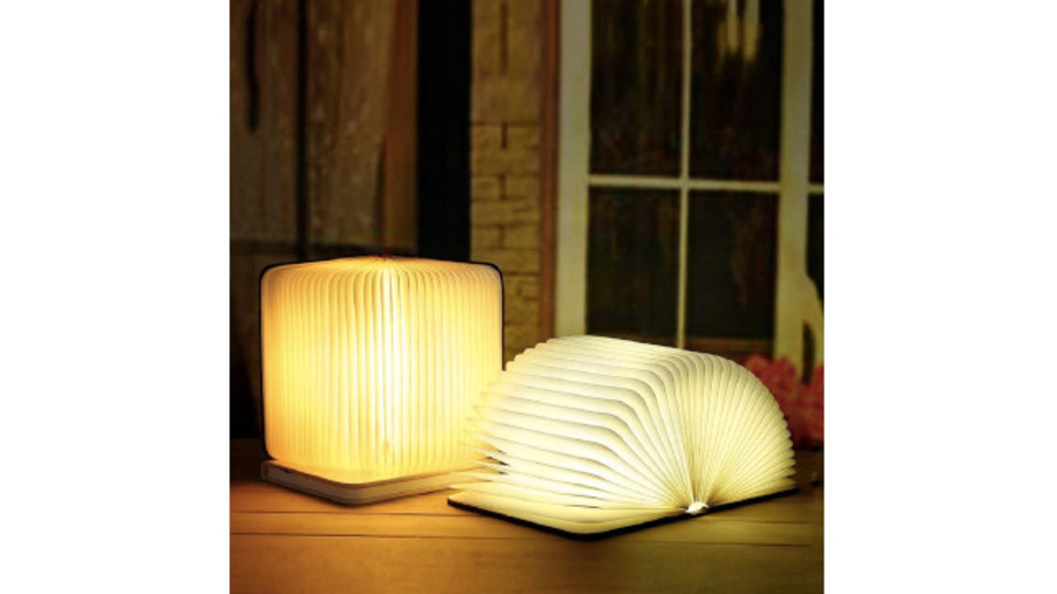 Photo of A book-type light that can be extended from 0 to 360 degrees at any angle and stand and wall mounted