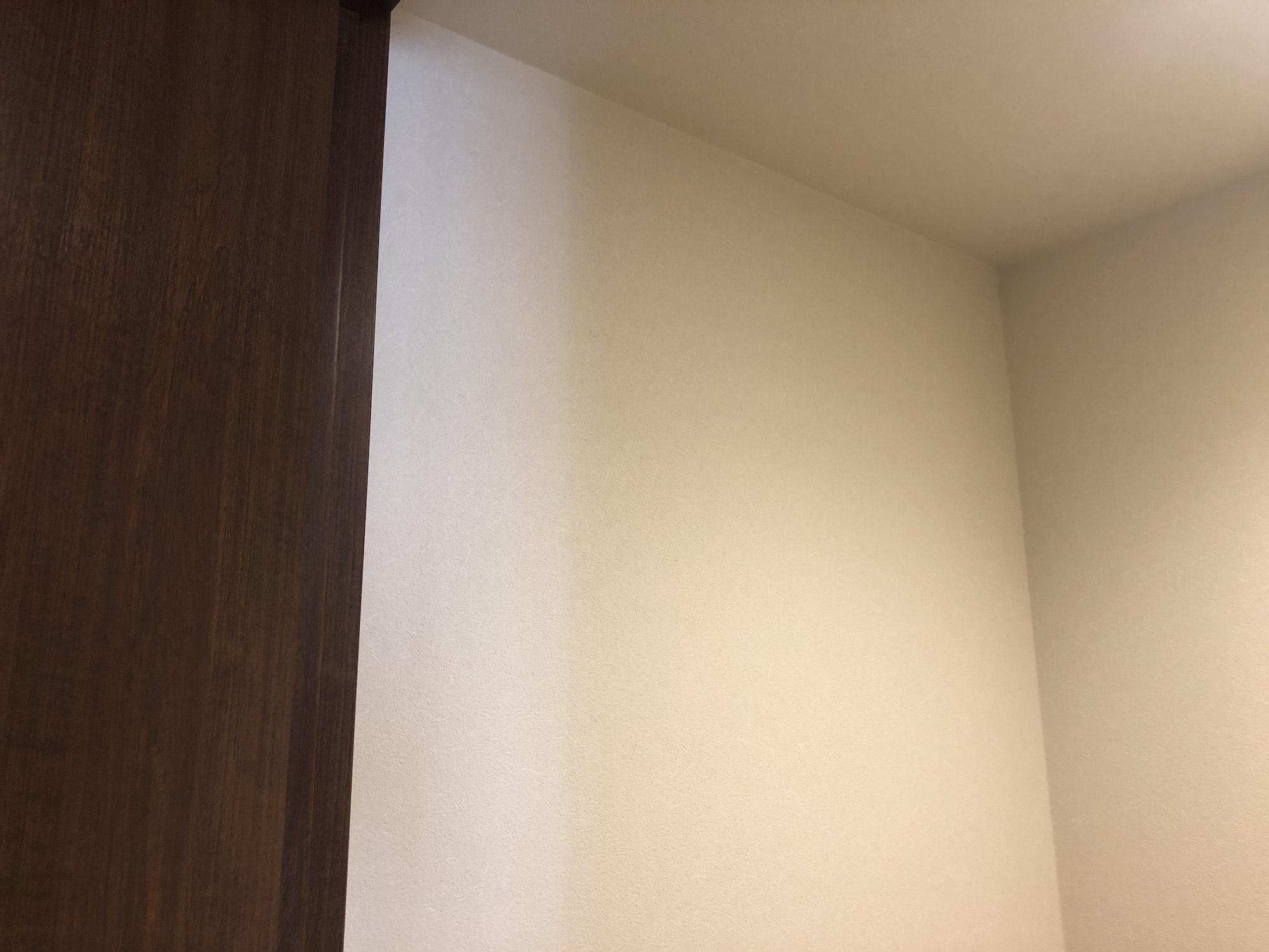 白い壁に貼ってはがせるアクセントクロスを貼ってみたら ライフ