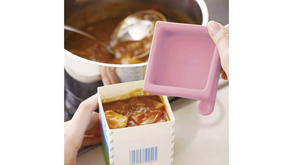 Photo of Silicone lid used as a storage container for milk packs. Ideal for dishes with odors and frozen storage
