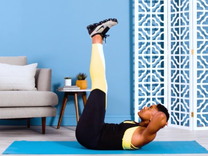 """Photo of Easy muscle training to tighten the abdomen and hips """"Vertical leg crunch"""""""