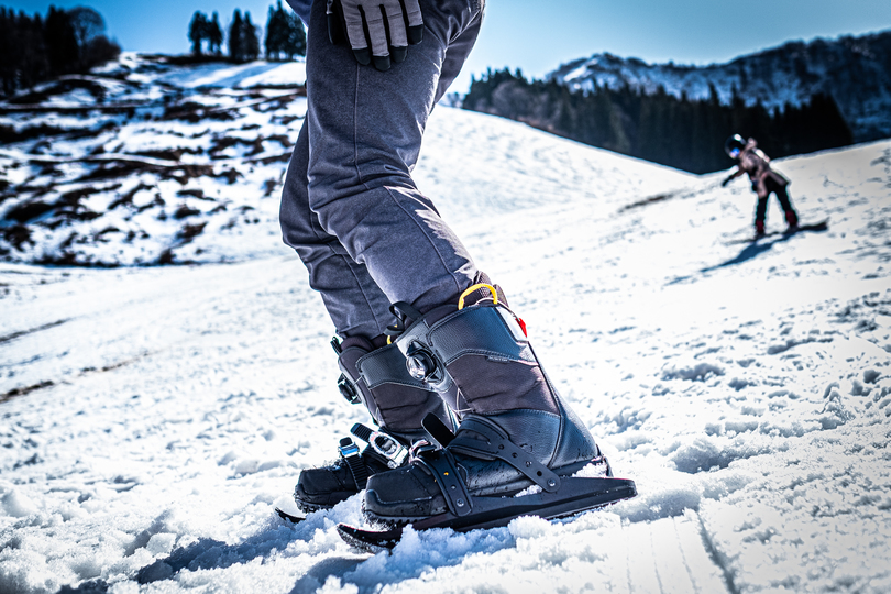 """Photo of Experience the 3rd snow sport """"snowfeet"""" which is neither snowboarding nor skiing on the slopes"""