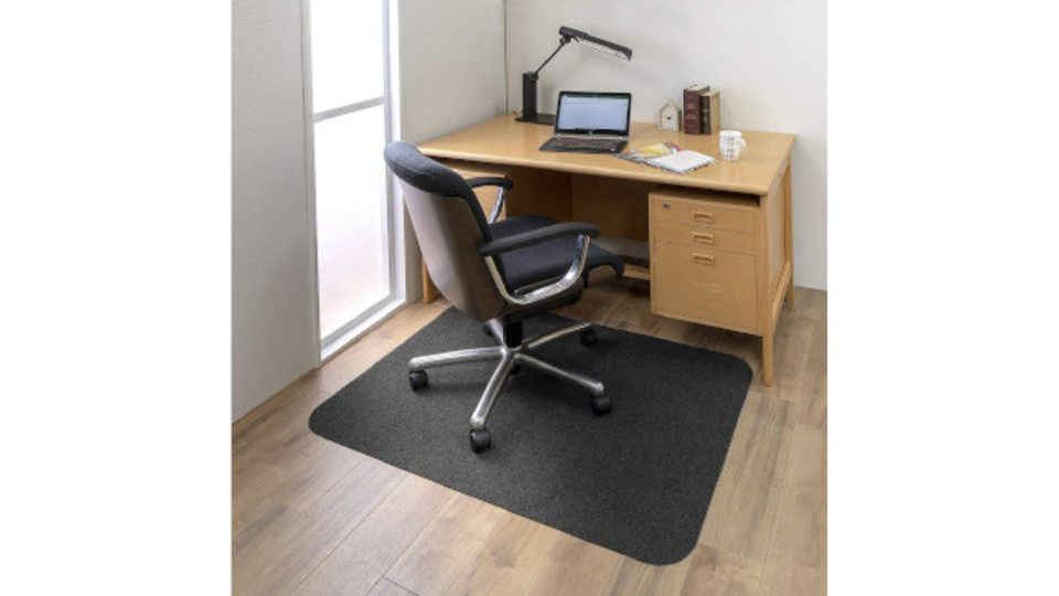 Photo of With a mat that won't slip, stress-free when pulling a chair or cleaning it!