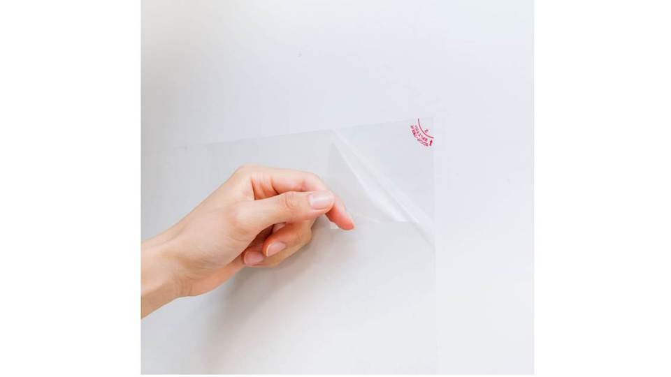 Photo of Every time it gets dirty, you can remove it by one to complete cleaning, a three-layered sheet that protects the kitchen wall from oil shavings