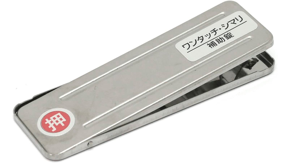 Photo of A tool that easily improves the security of your home. No need to drill holes, just lock and unlock with one push