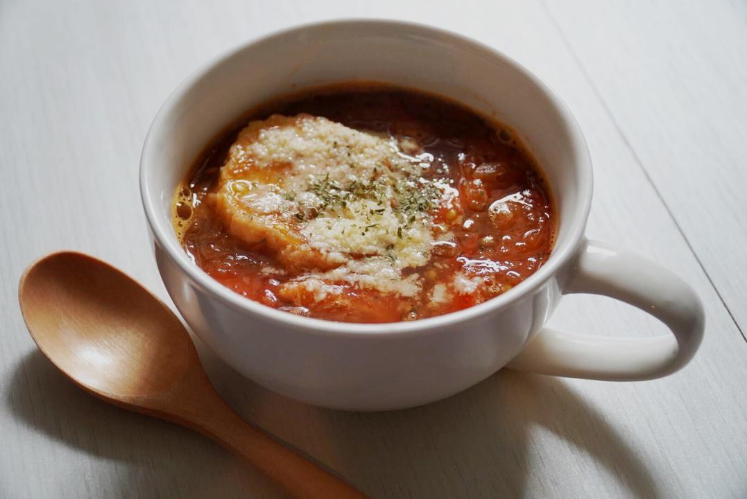 トマトを加えたオニオンスープ