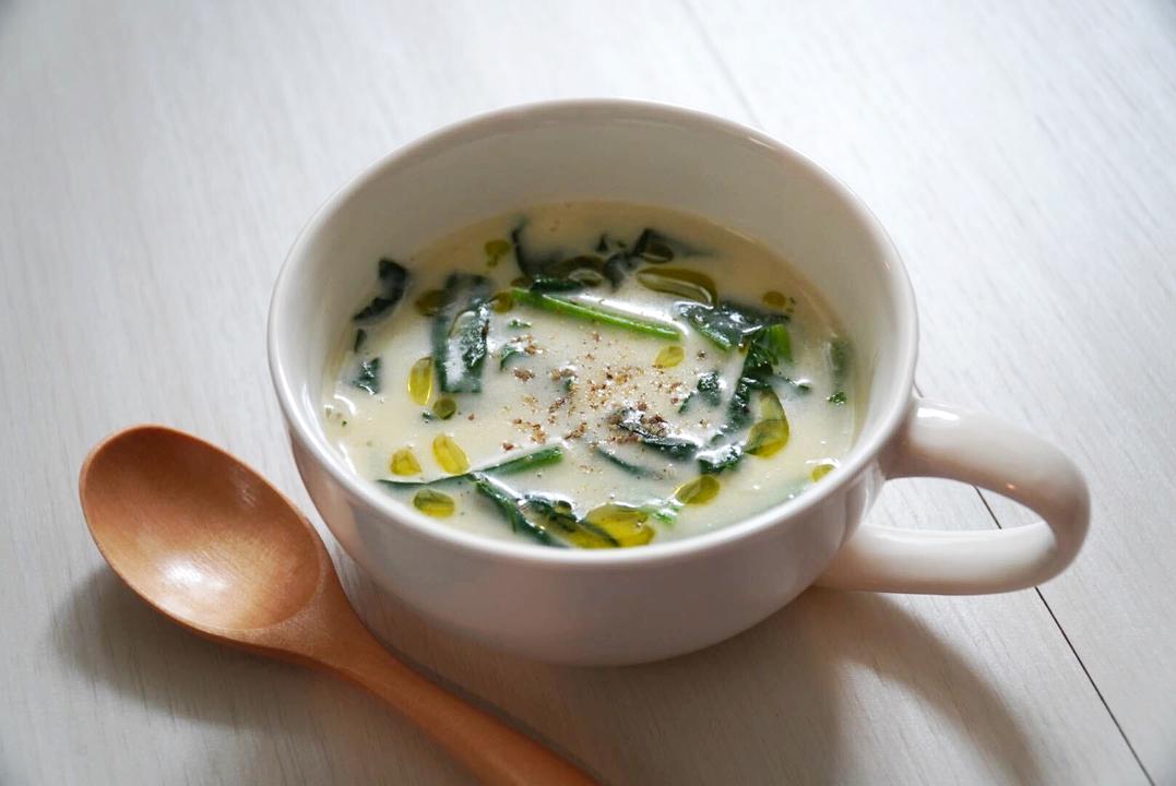 ほうれん草を加えたクリームスープ