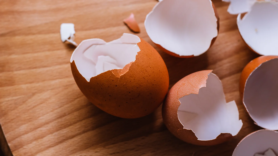 Photo of How to easily remove an egg shell