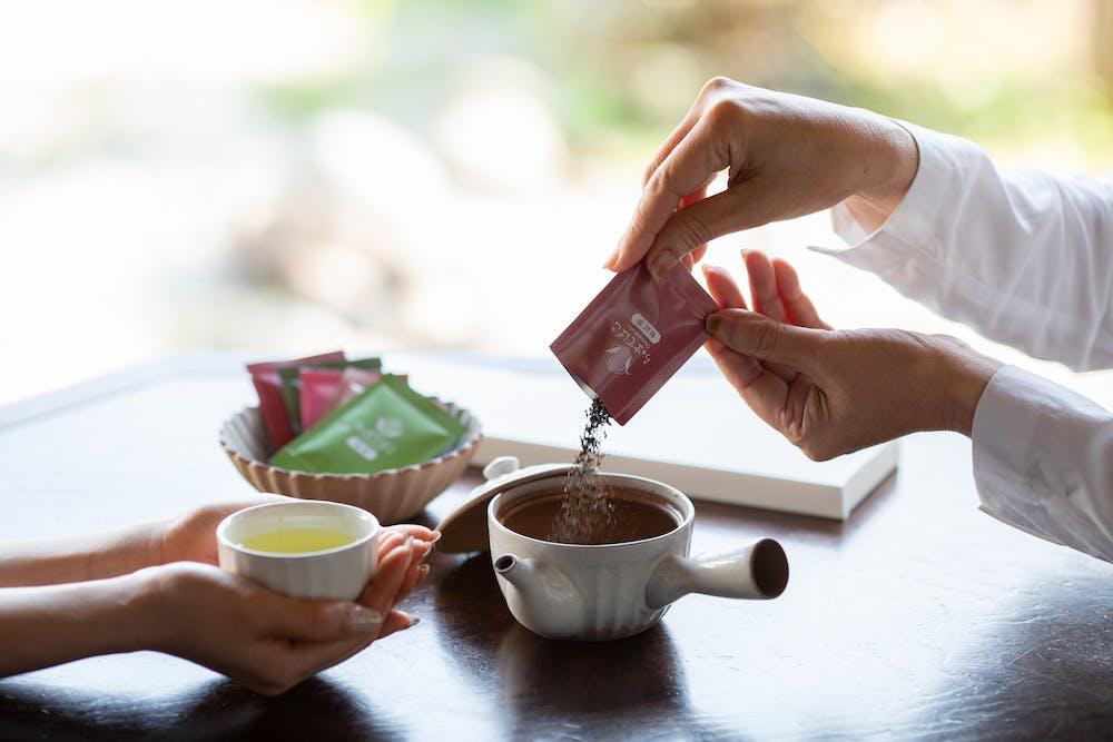 静岡県産5種の茶葉を飲・・・