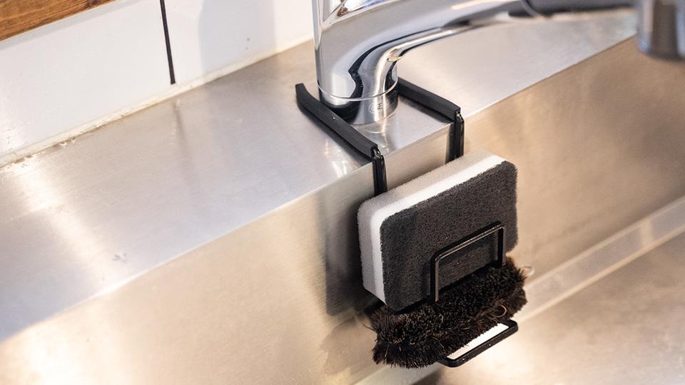 Photo of Sponge holder of Yamazaki Jitsugyo solves problems around the sink